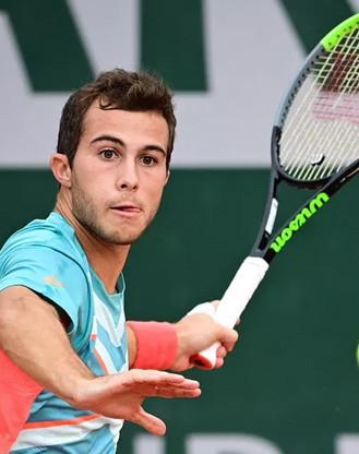 Guinot derrière le Tennisman Hugo Gaston